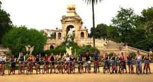 Grupo de estudiantes en bicicleta